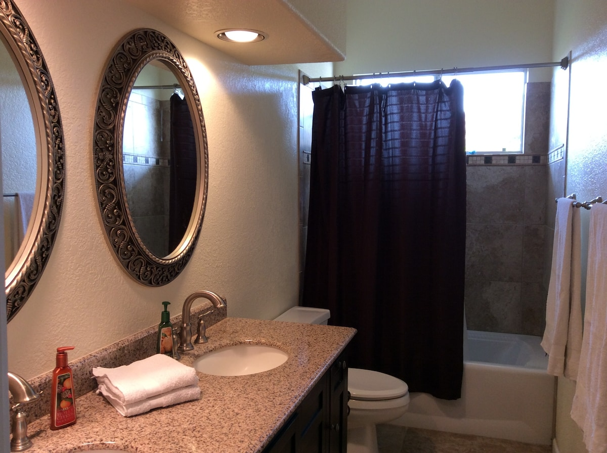 We provide clean towels, body wash, shampoo and conditioner, for your convenience.