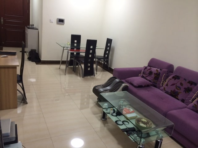 Room in 2-bedroom flat available