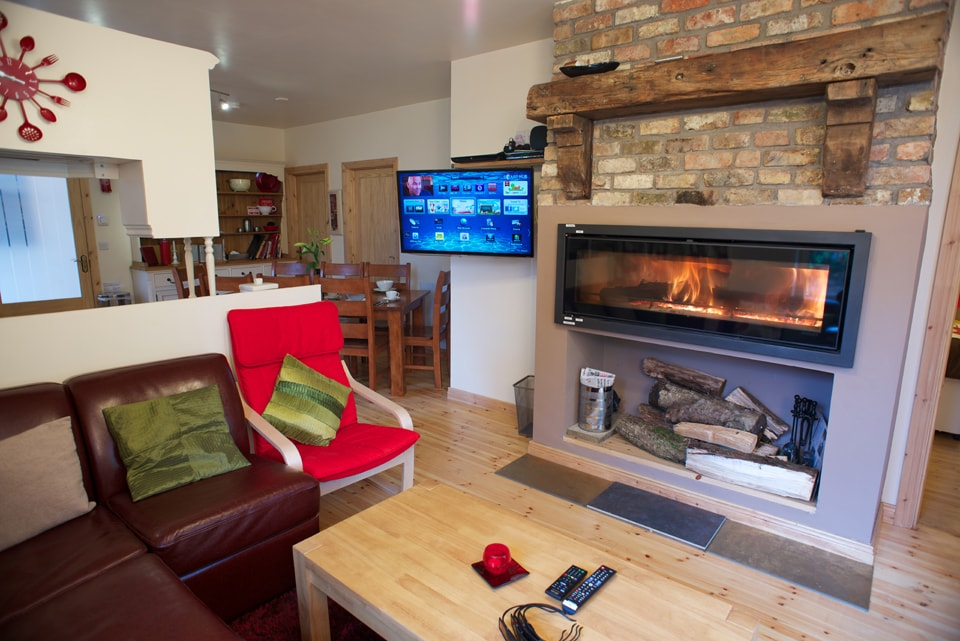 Coach house lounge seats 8 with panoramic wood burning stove, canterlever internet 3d hd tv