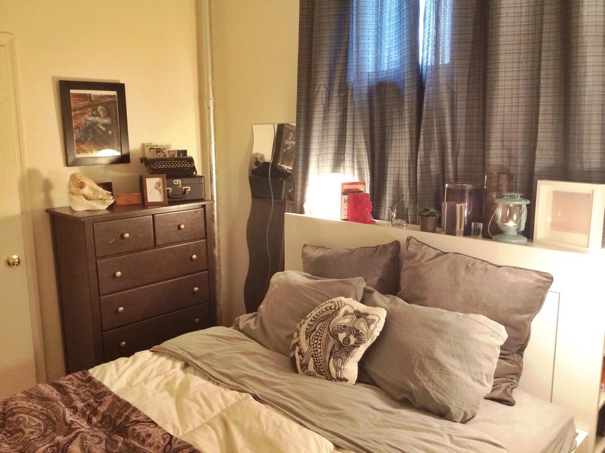 Cozy Bedroom in Cute BK Apartment!