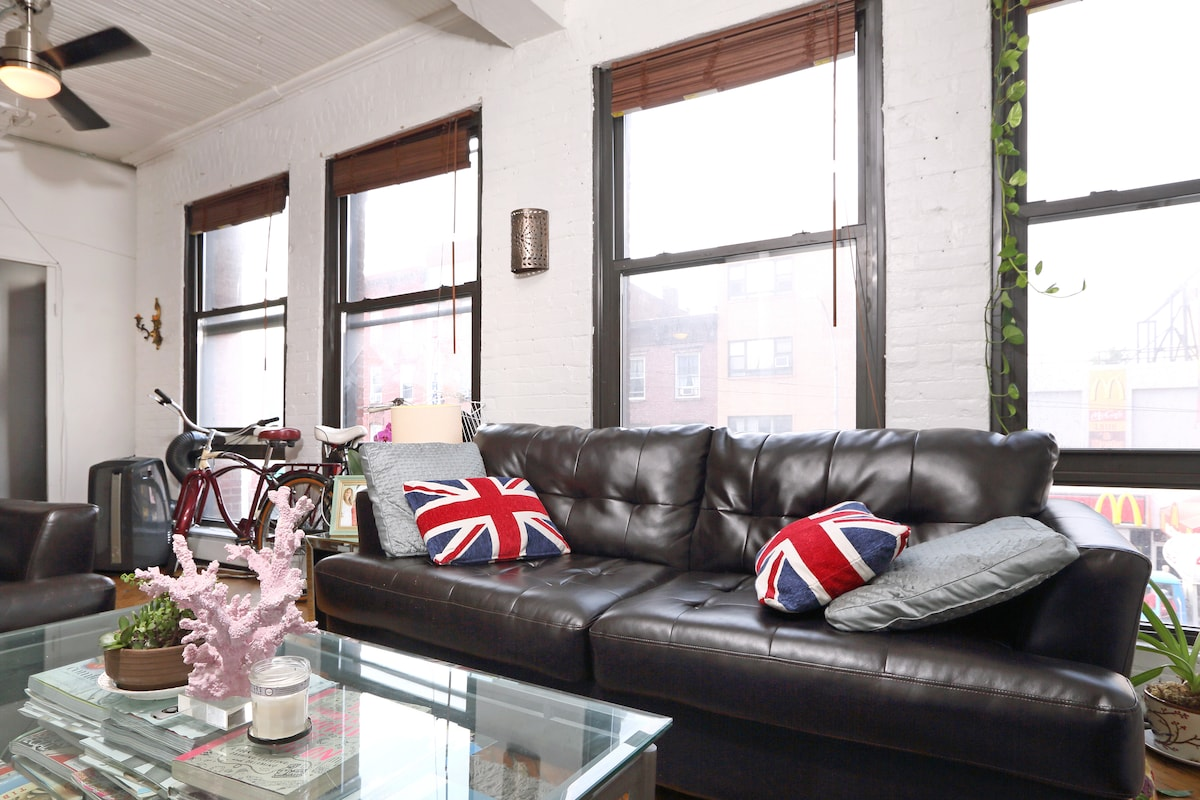 Awesome Room in Williamsburg Loft