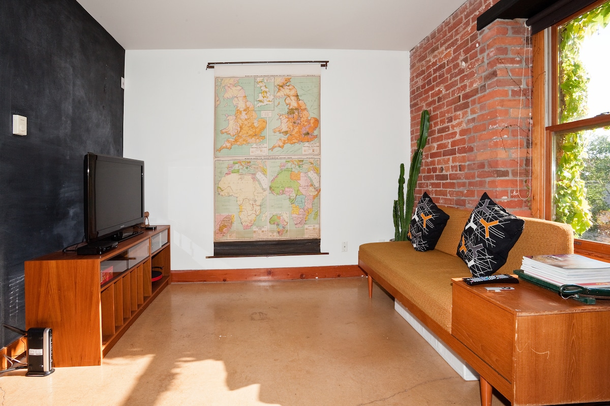 New Listing Chinatown Studio