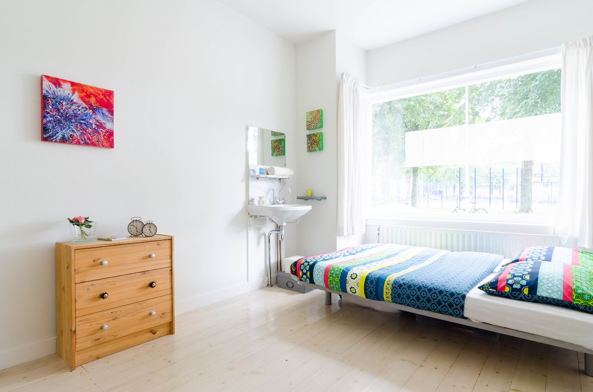 Friendly room near Utrecht CS