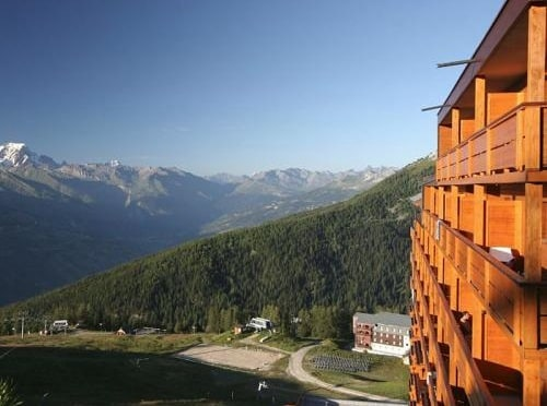 4* Duplex on the piste at 2000m