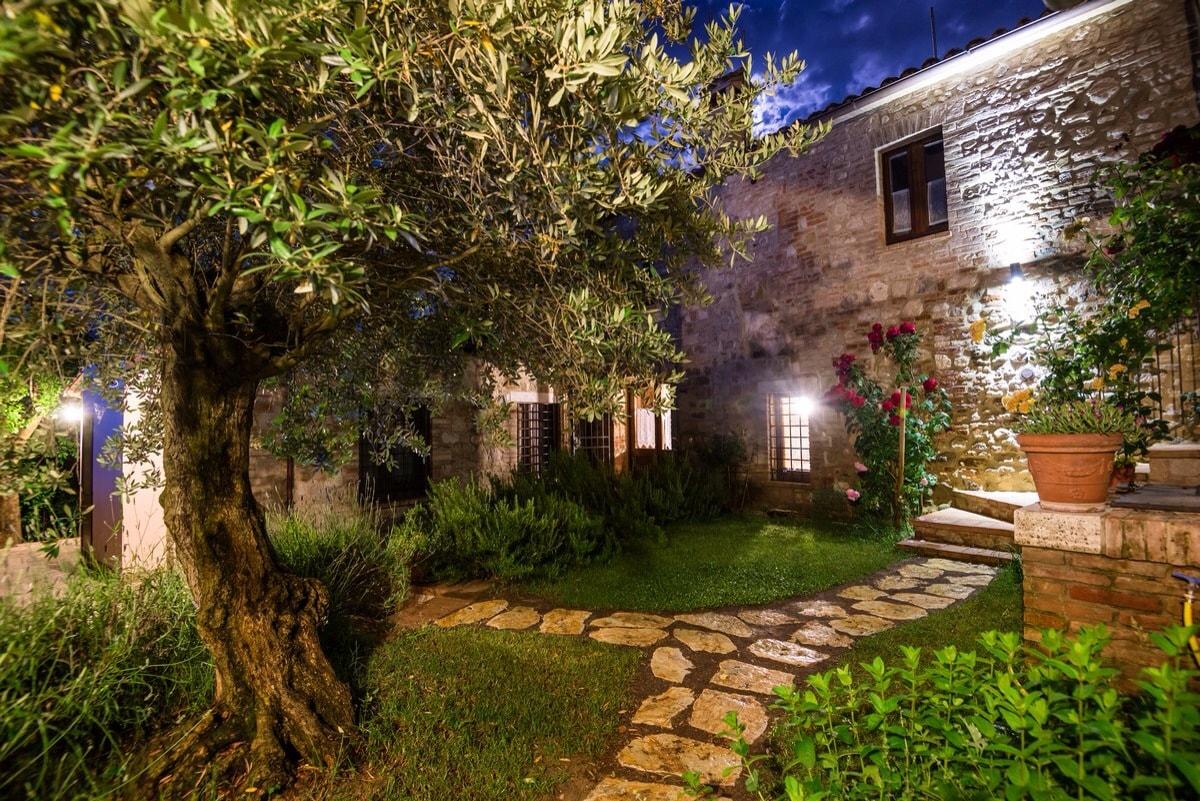 BorgoCuore: house with pool in Todi