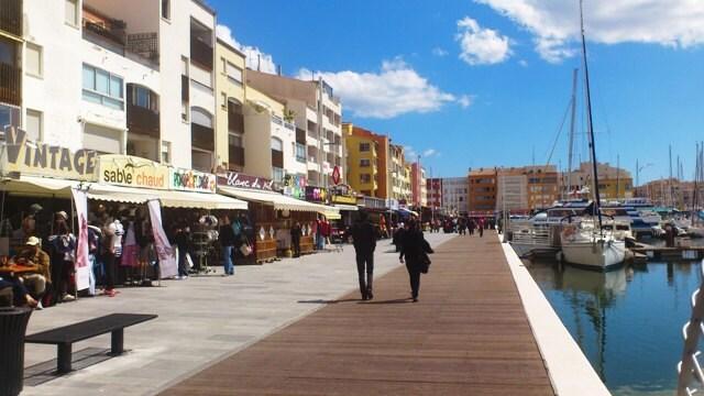 Main Marina only a short walk away