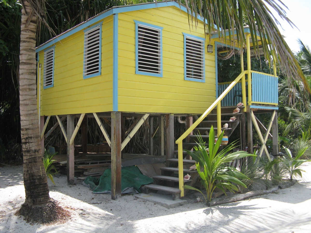 QUIET LOCATION - PERFECT FOR COUPLES - COMES WITH 2 ADULT BICYCLES