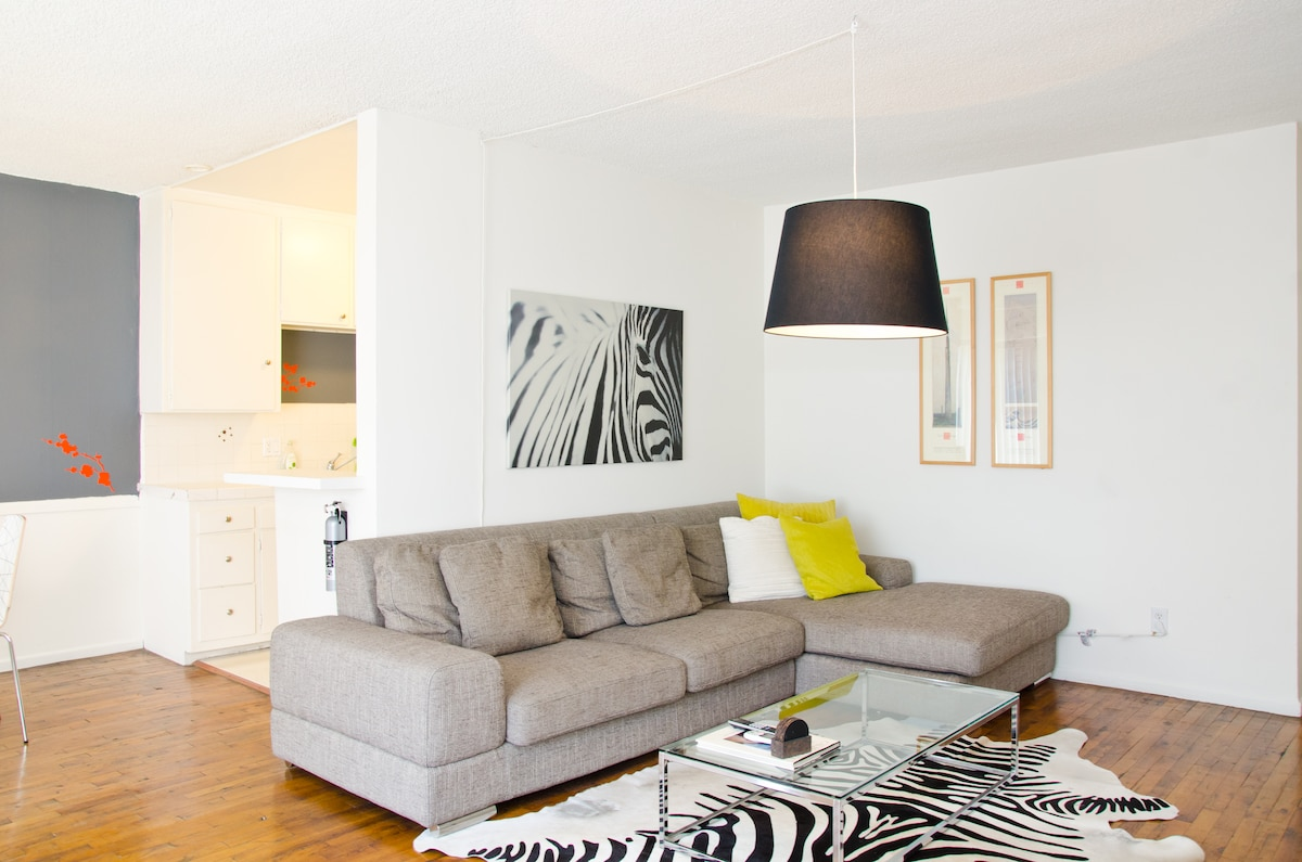 Large  Walkable 1 Bedroom Apt WeHo