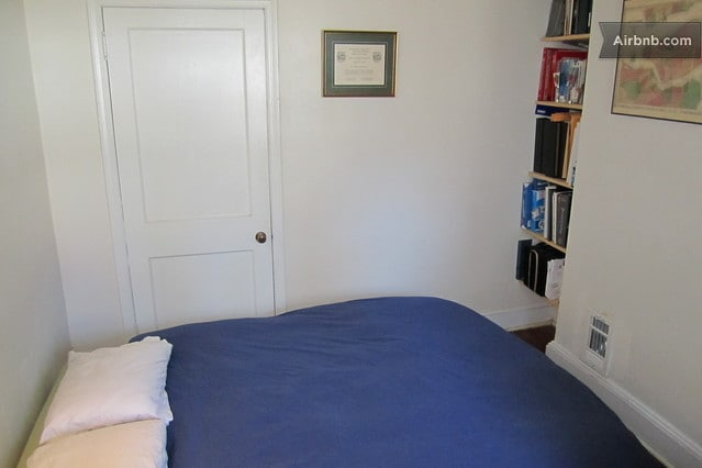 Second bedroom on 3rd Floor. This room has a full/double bed and a desk (other side of room).
