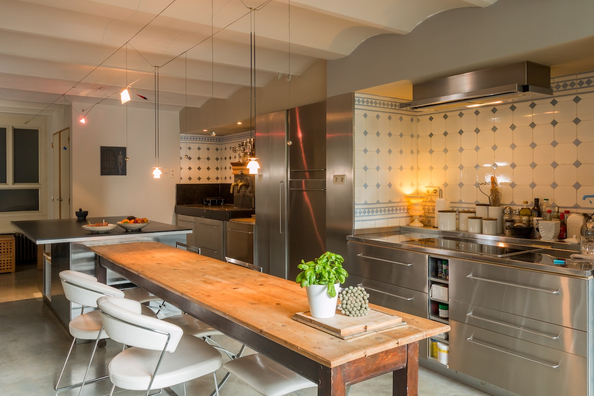 Kitchen equipped with automatic espresso machine, oven, steaming oven, fridge, deep freeze, dishwasher, washing machine, dryer