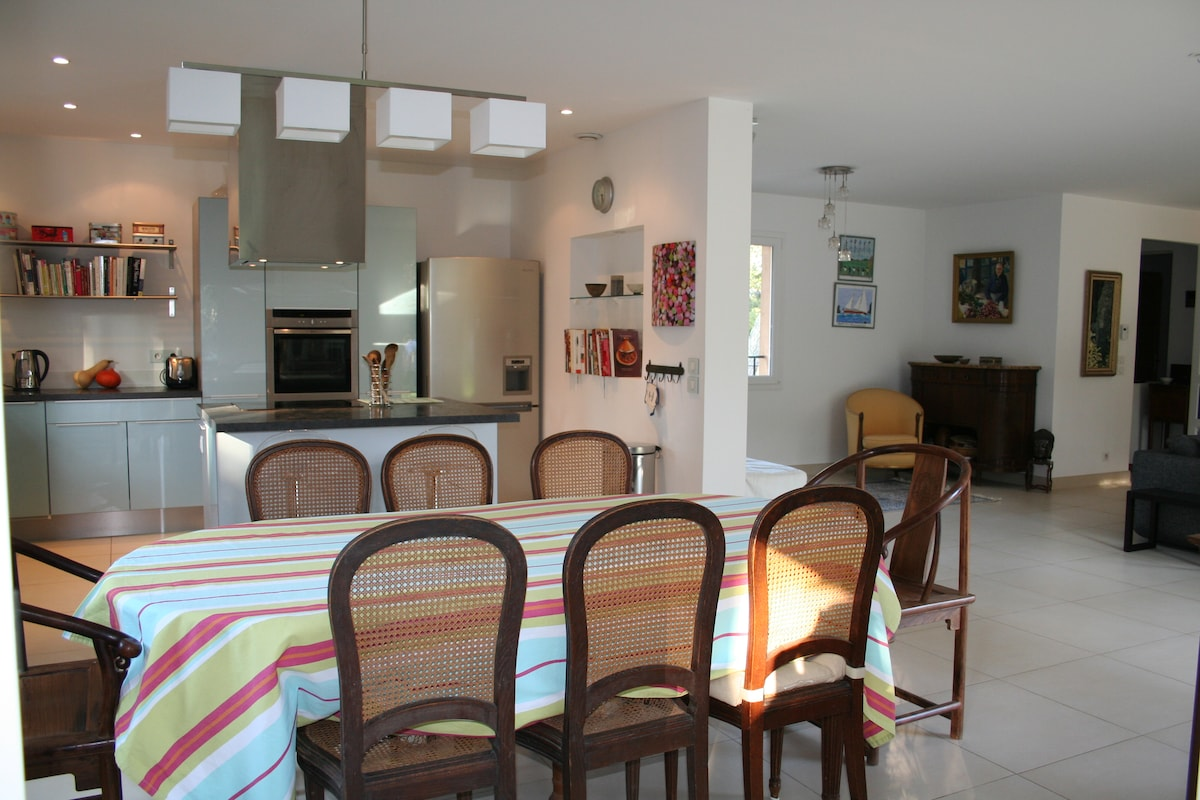 dining area showing open plan kitchen and living room