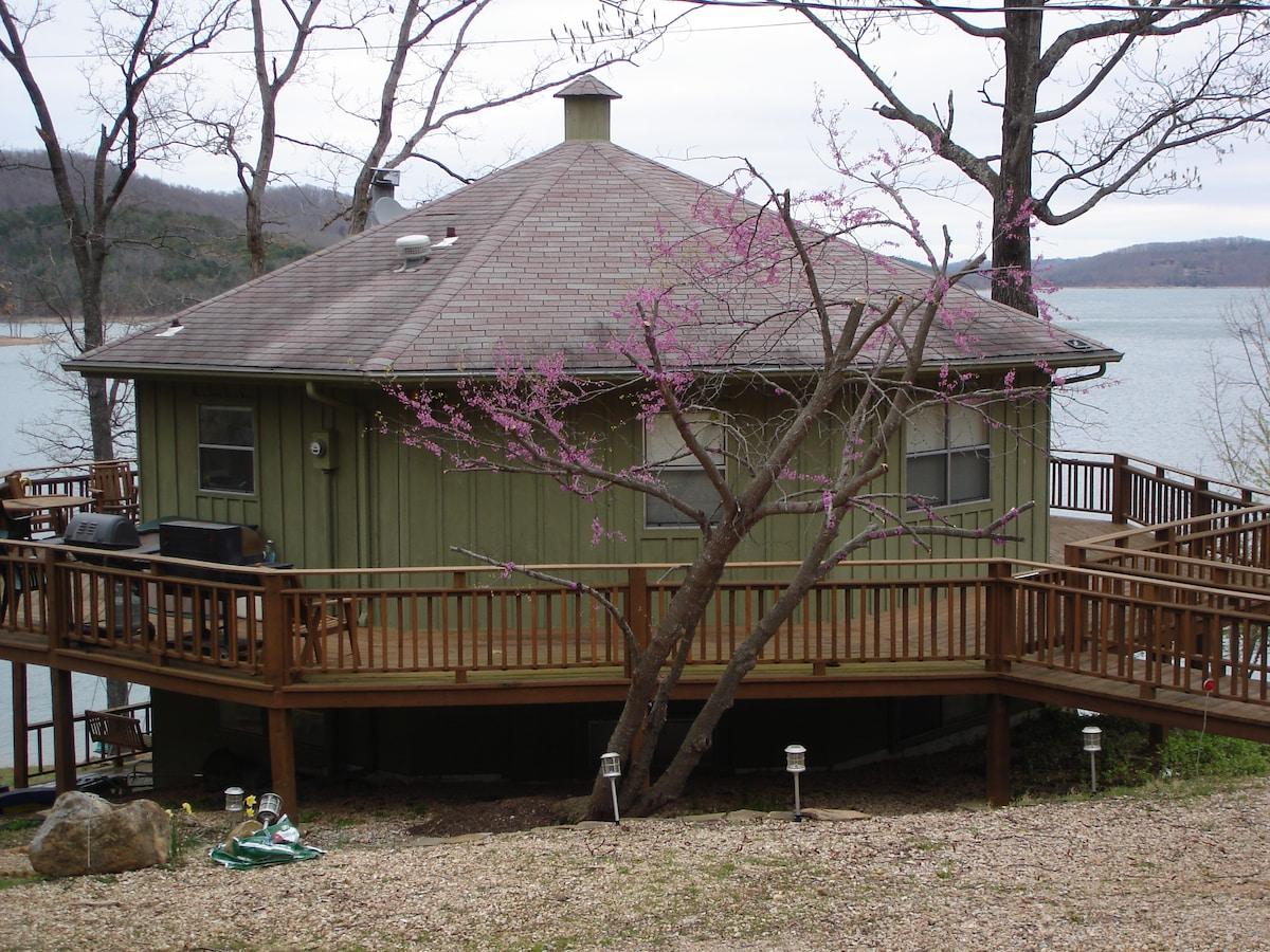 Octagon Lakehouse