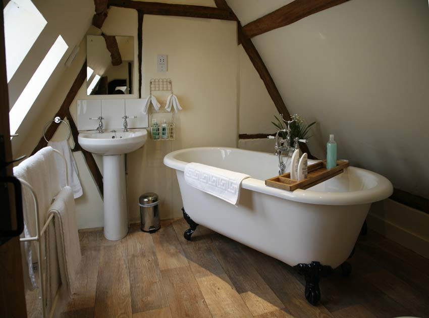 The pretty bathroom  en-suite with the Bluebell bedroom
