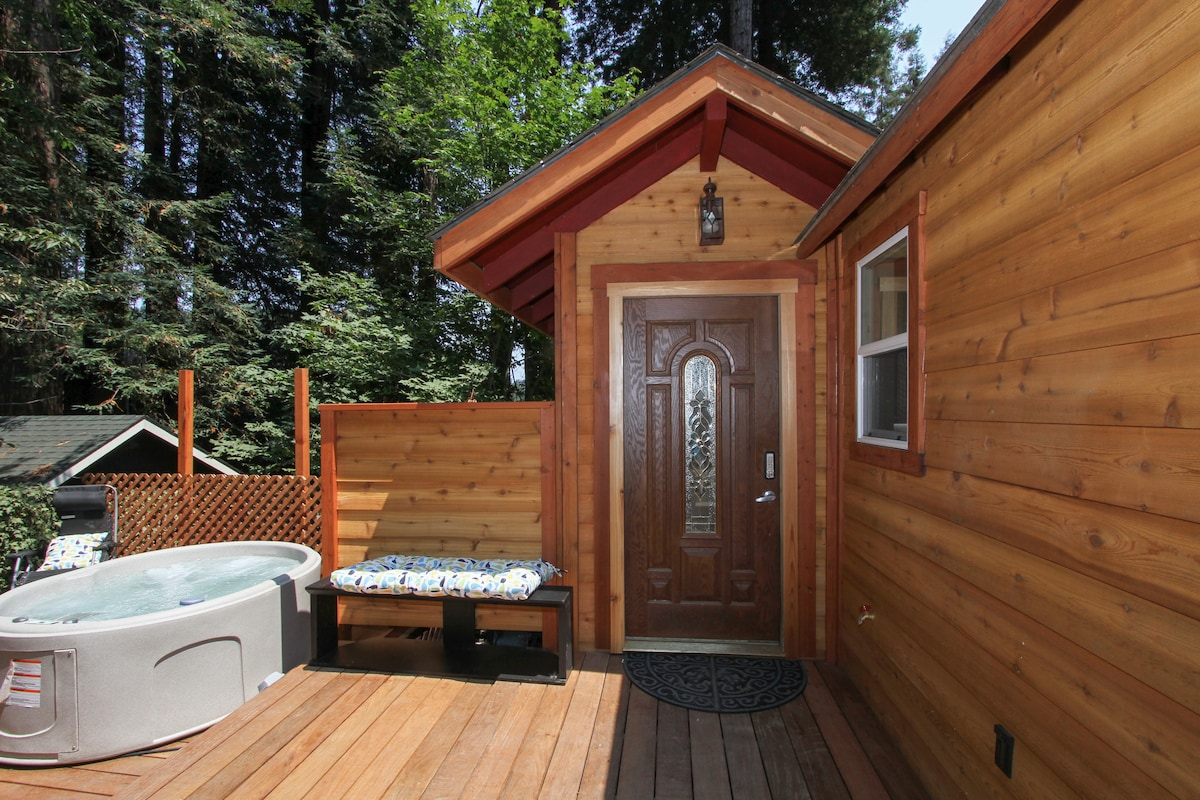 An inviting Welcome and keyless entry via main deck; step down to the hot tub lounge deck