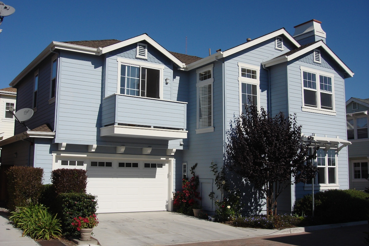 Large MB room in Monterey Bay Area!