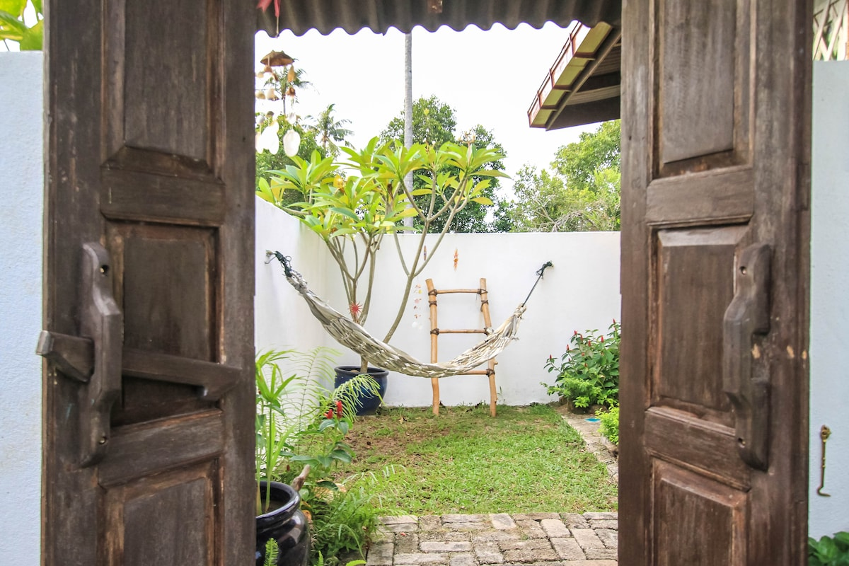Looking into the cosy private courtyard of Damai 1