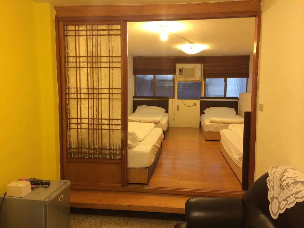 Ximen西門町 寬敞的四張單人床,和式房!