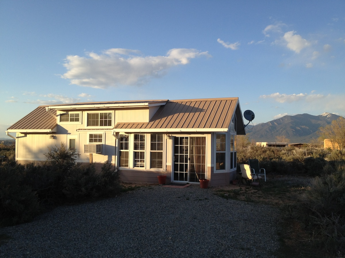 Sweet Taos Country Cottage