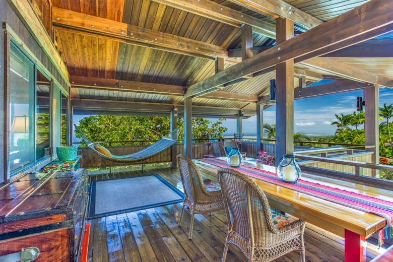 Entry to the cottage lanai, with dining table.