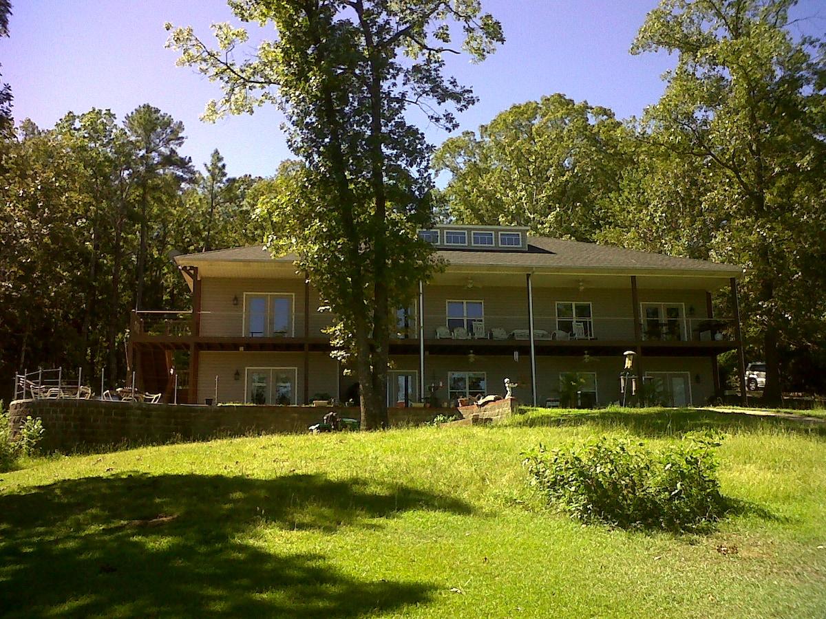 Lake house~ Panoramic Retreat ~WOW!