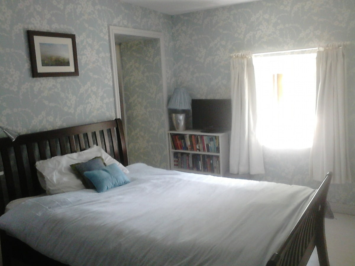 Cosy double bedroom in the country