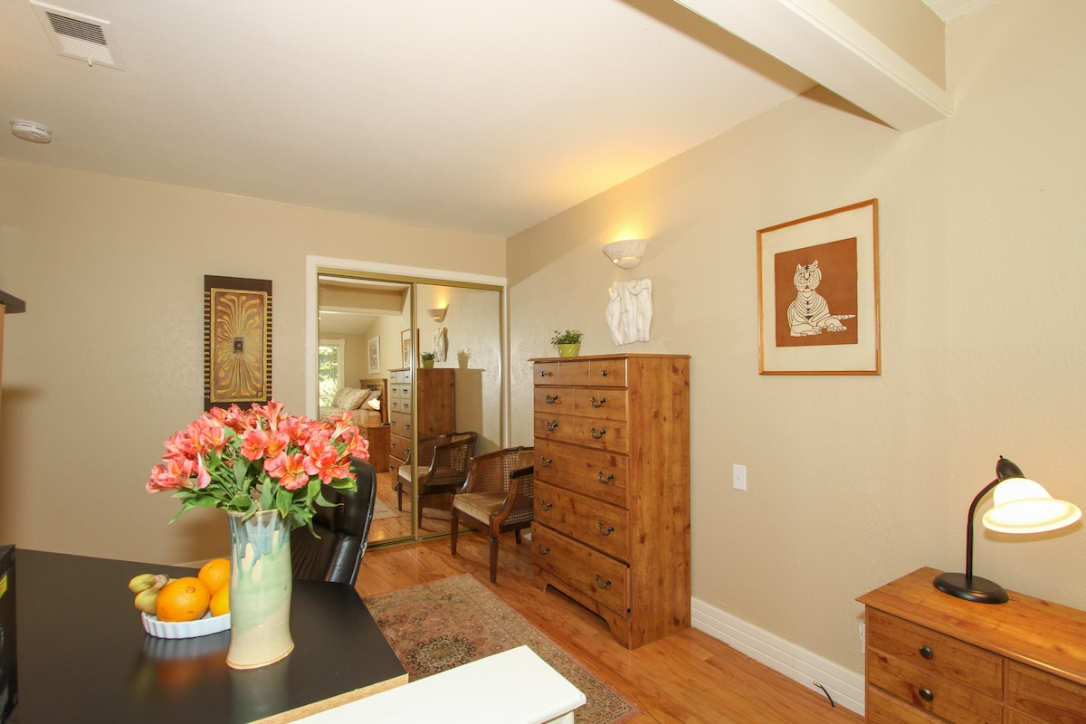 Large room in Lovely Cottage Home