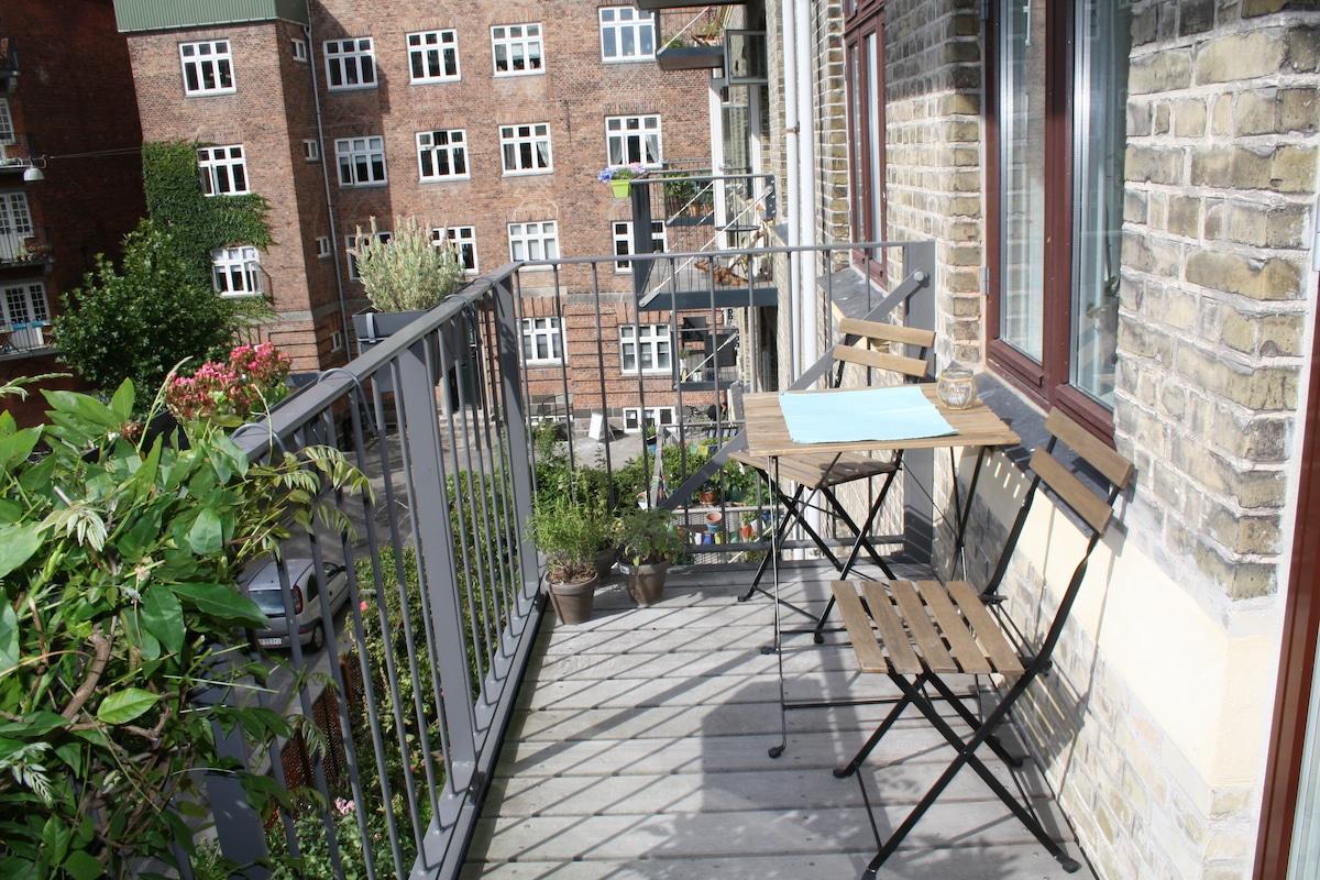2 double beds, sunny balcony, bikes