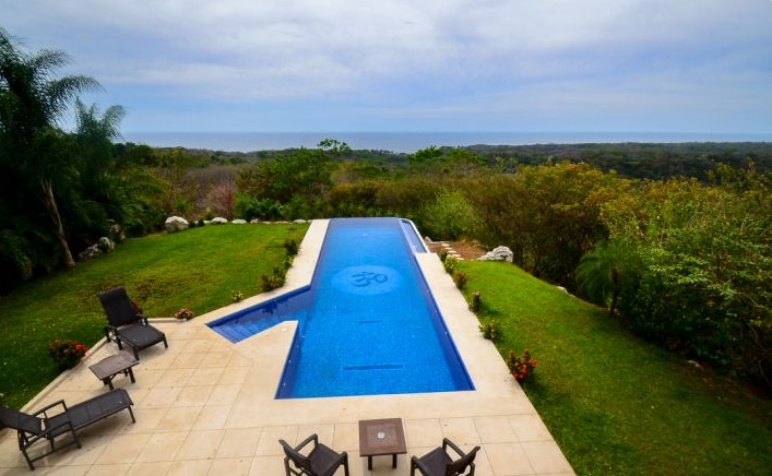 Amazing Pacific view overlooking the pool.