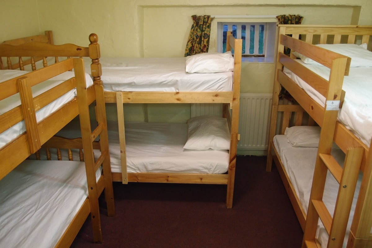 Small room with 8 beds