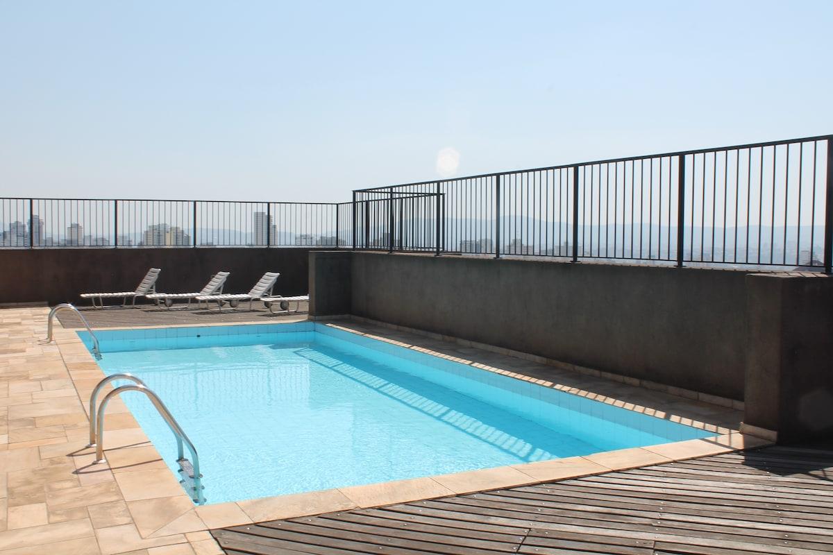 Swimmingpool on the roof and panoramic view of São Paulo!
