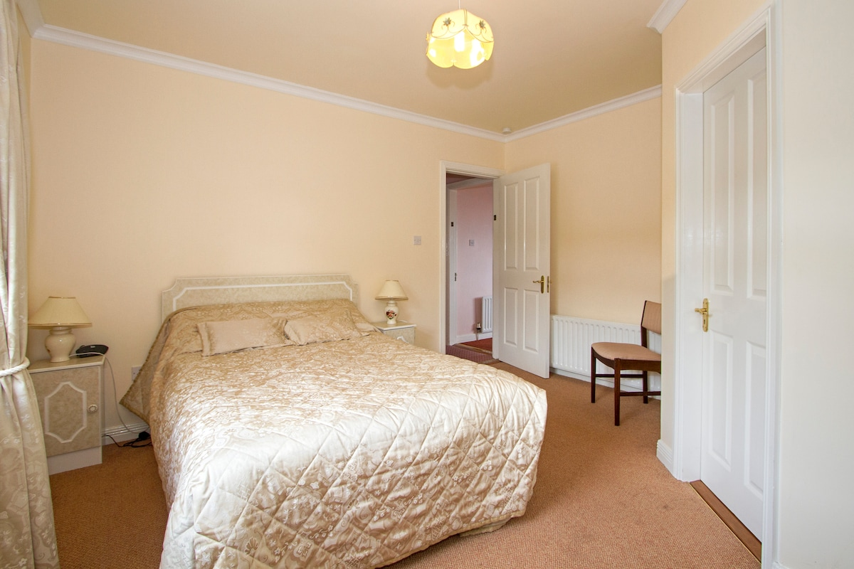 A room for two near Westport