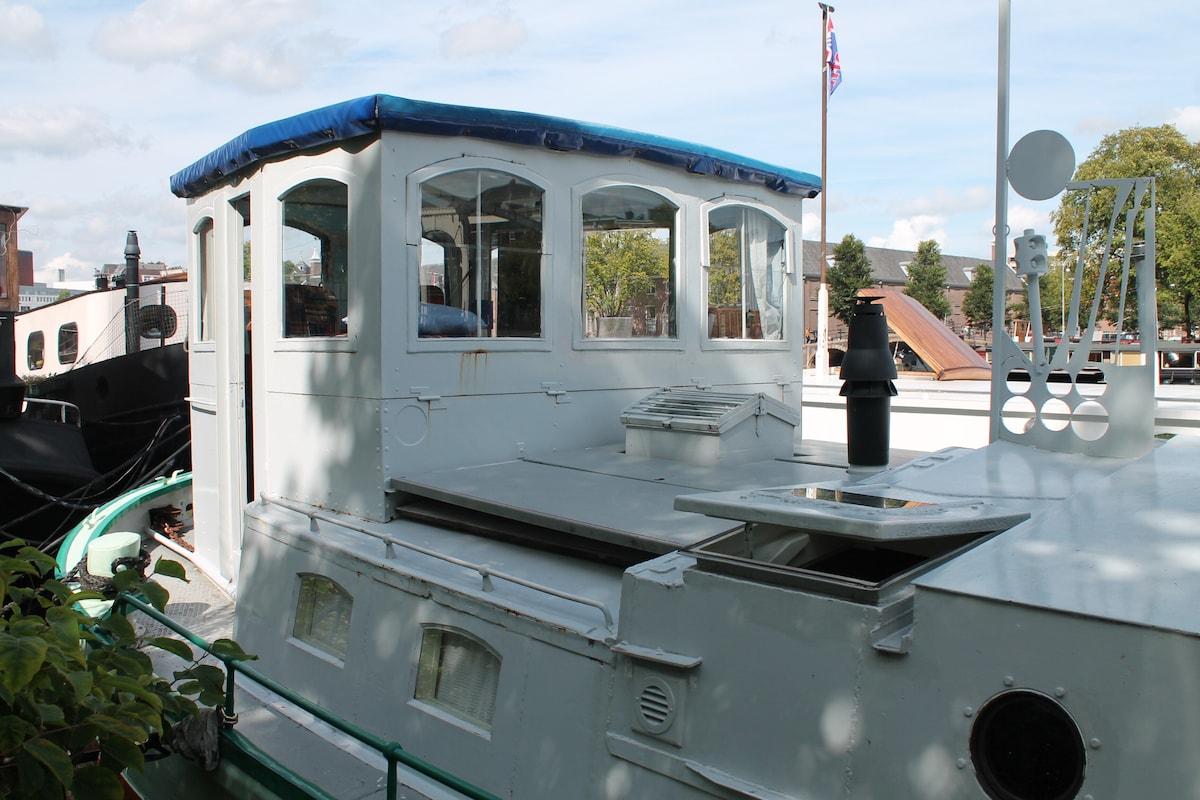 A361 Houseboat