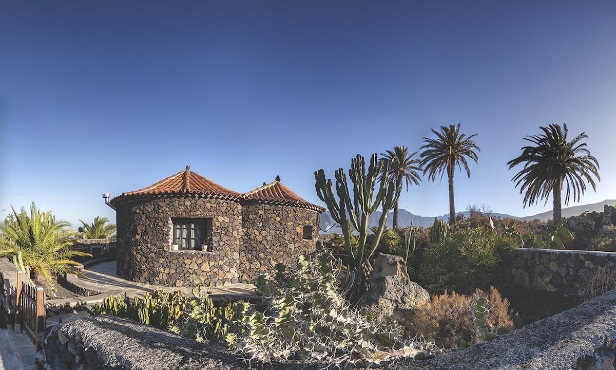 Casa rural en entorno volcánico