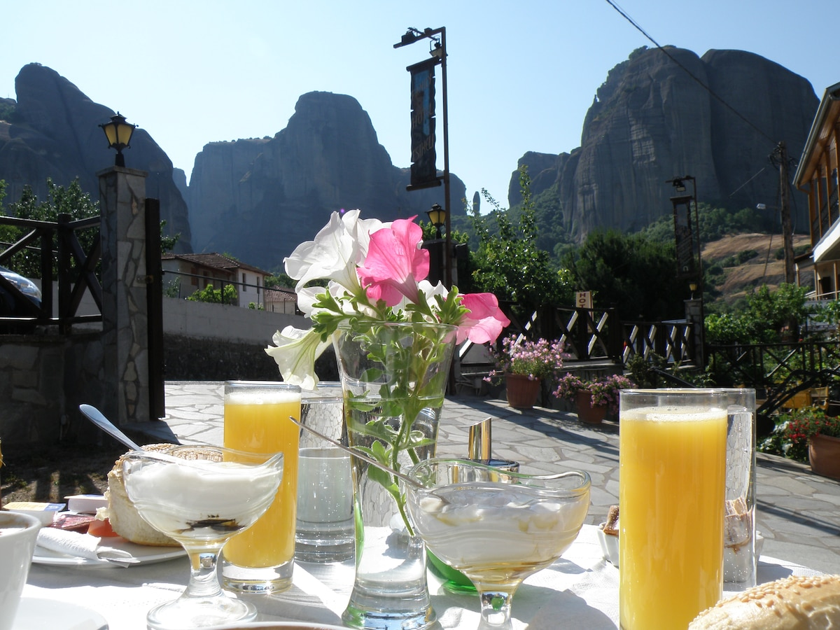 2 Single bed room with Meteora view