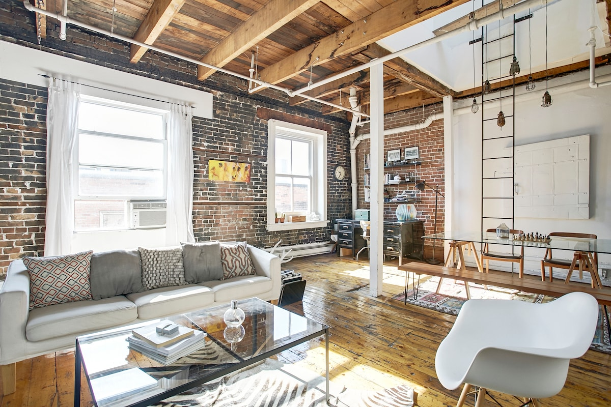 Skylit Loft in Old Montreal