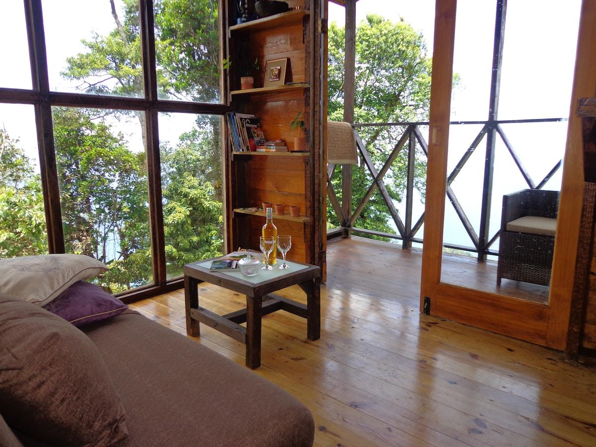 Private eco-cabin amazing sea views