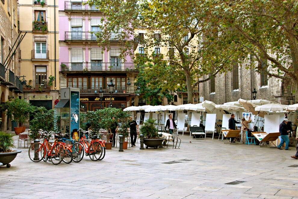 Plaça del Pi in the autumn