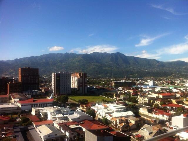 """La mejor vista en el centro de San José , vistas a las montañas, edificio más alto del país """" torres paseo Colón"""""""