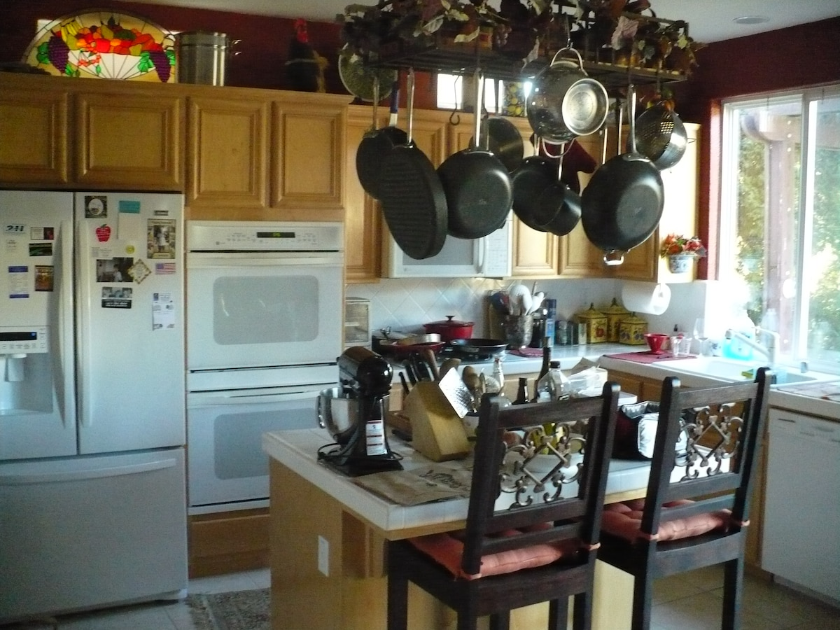 Shared space... for foodies with convection oven, All-Clad cookware and more.