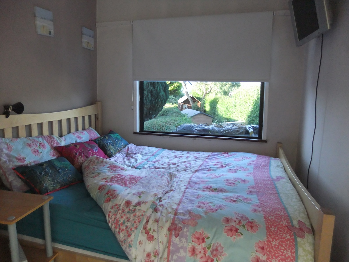 Large king size bed with another large window overlooking the gardens.