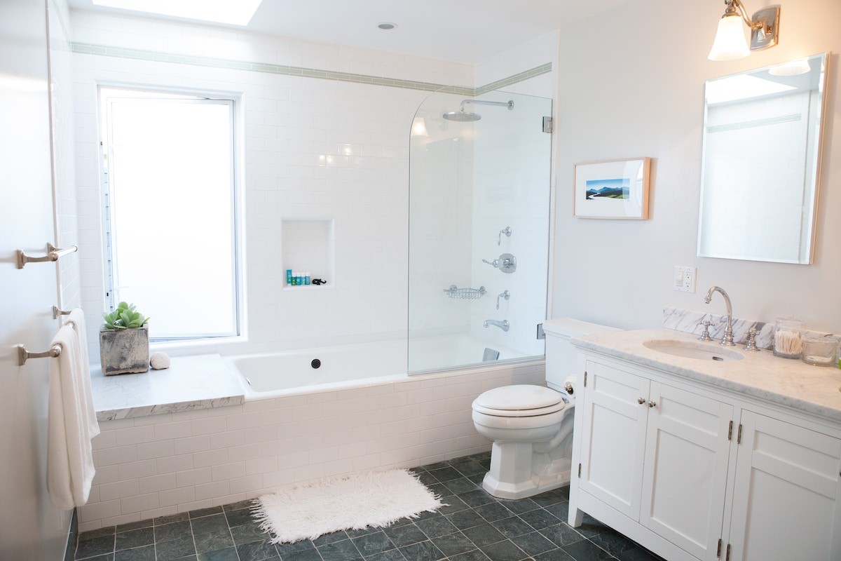 Upstairs Master Bathroom: skylight, dual sinks, radiant heated slate floors, rain shower, jacuzzi tub.