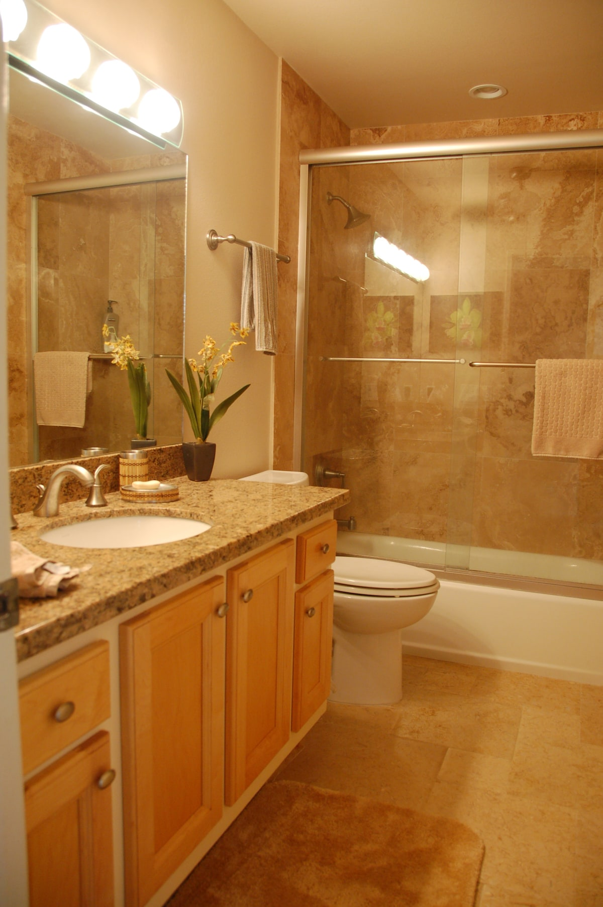 Beautful redone second bathroom with traventine tile and granite counters.  Also ceiling fans to cool you!! Lots lush towels plus shampoo and conditioner... Bath soaps as well.  Hair dryer...