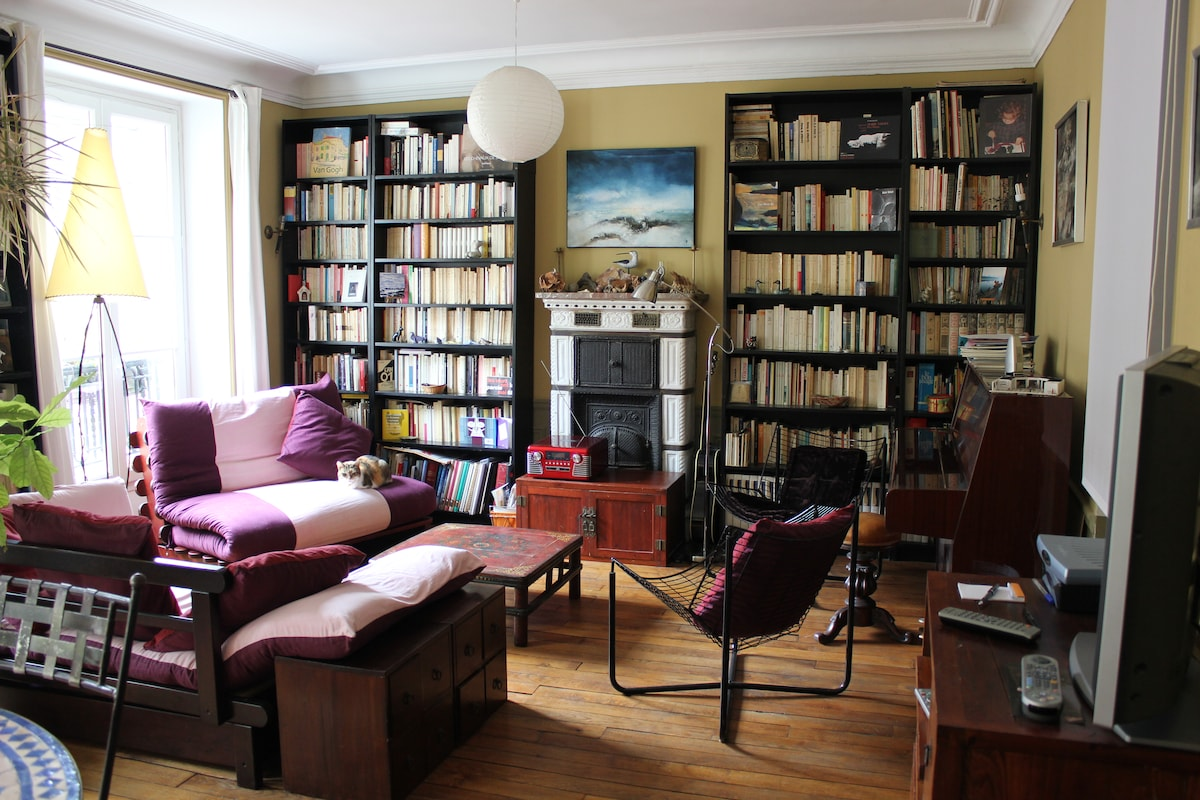 A nice room in the latin quarter