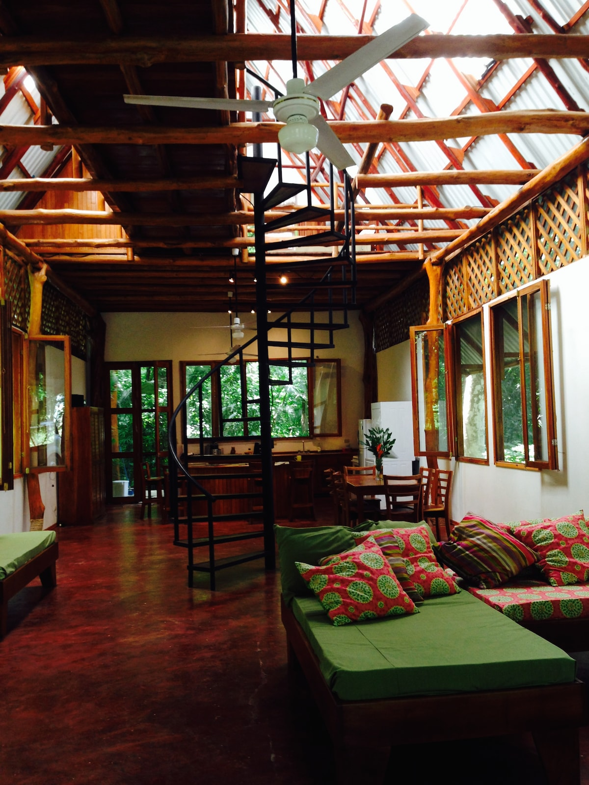 TROPICAL AND TRANQUIL JUNGLE HOUSE