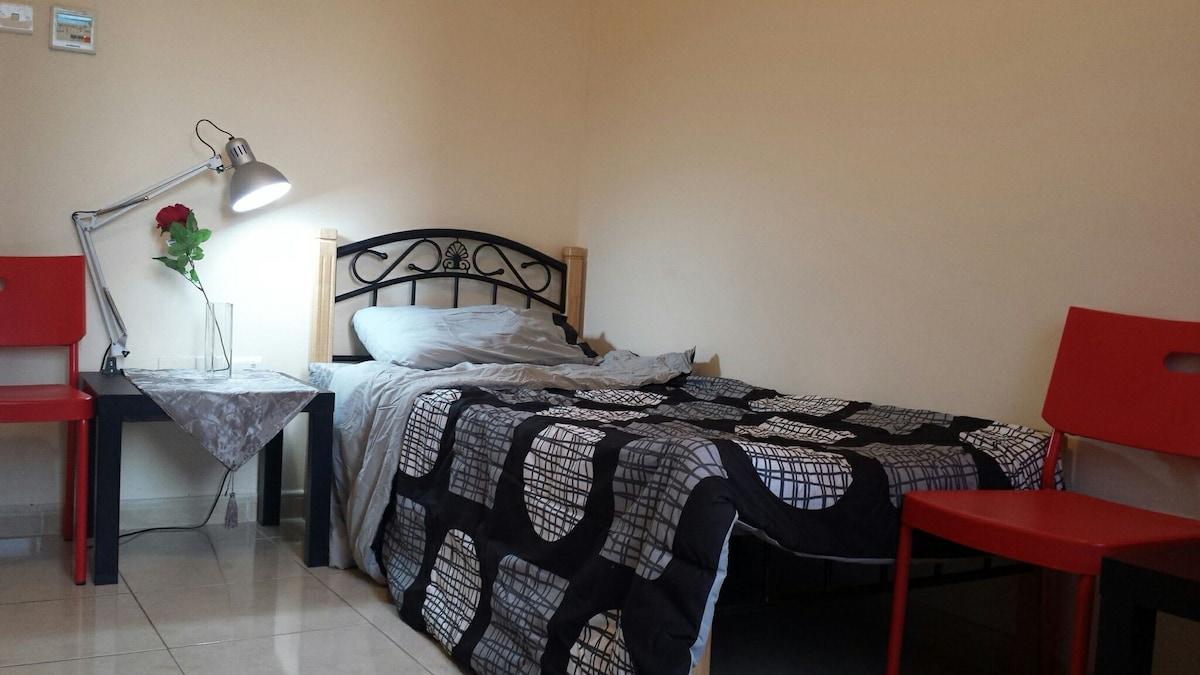 1 bedroom in 2 bd apt. In Downtown