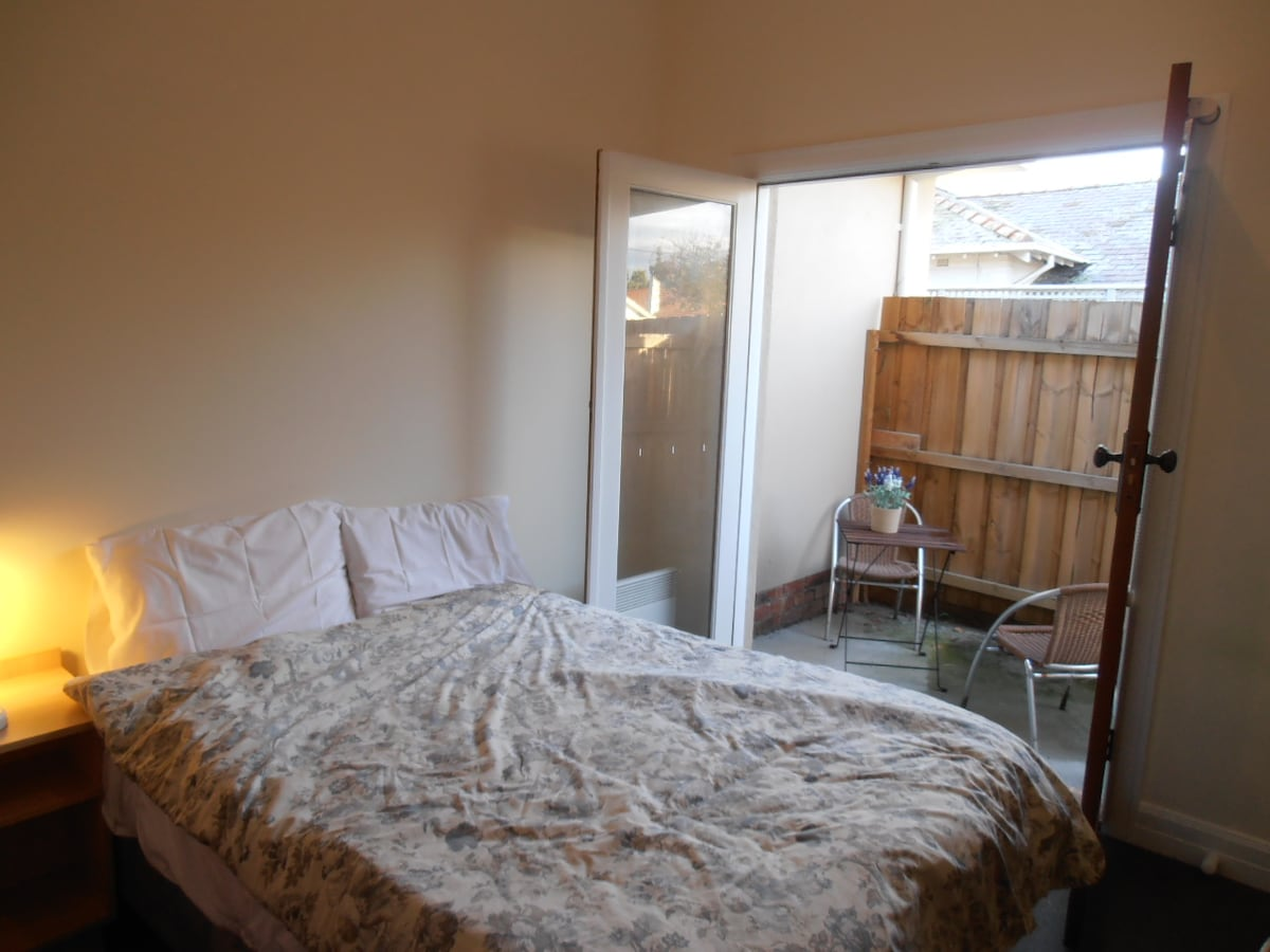 Furnished room with private courtya