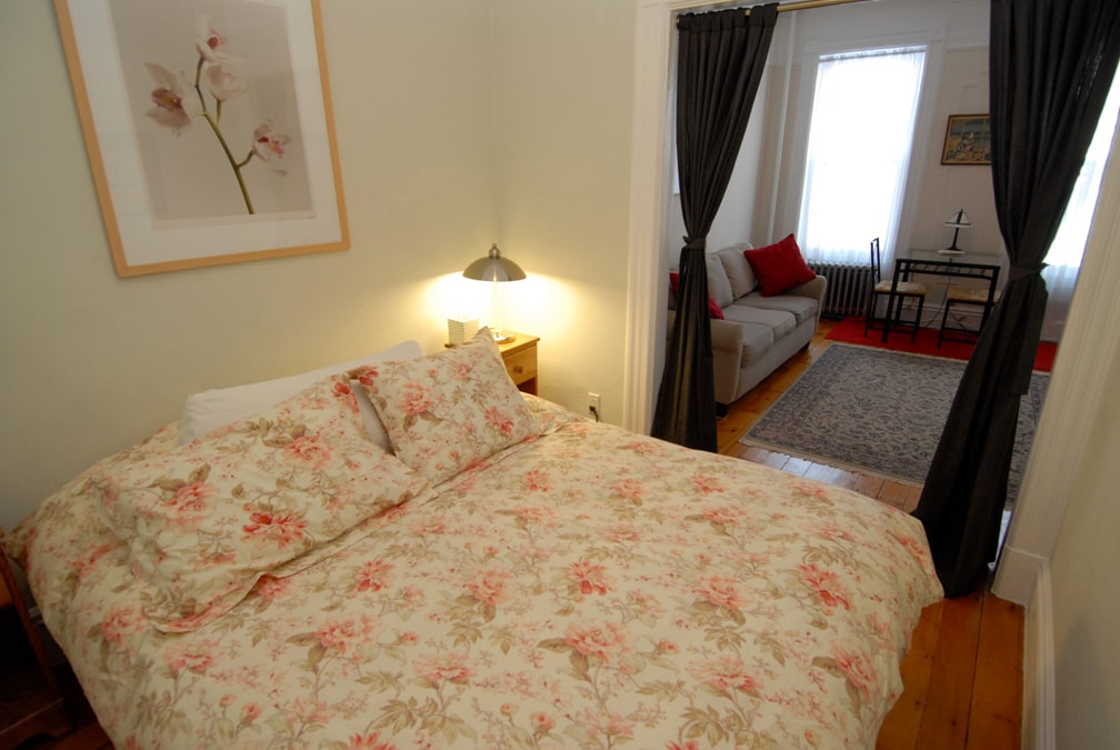 Queen Size Bed In Alcove