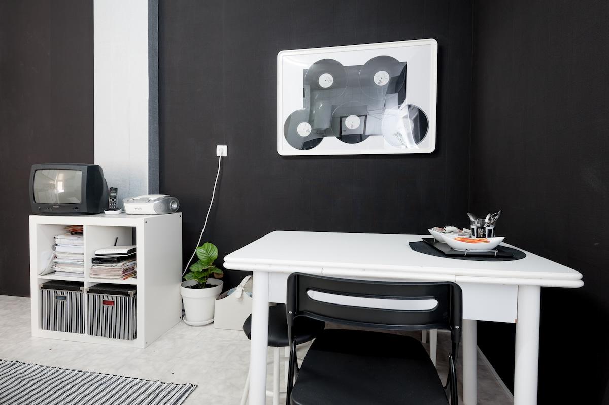 Cozy room in Bilbao center.
