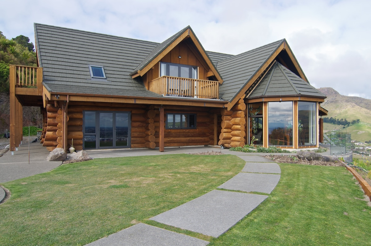 Stunning views in Loghouse Retreat