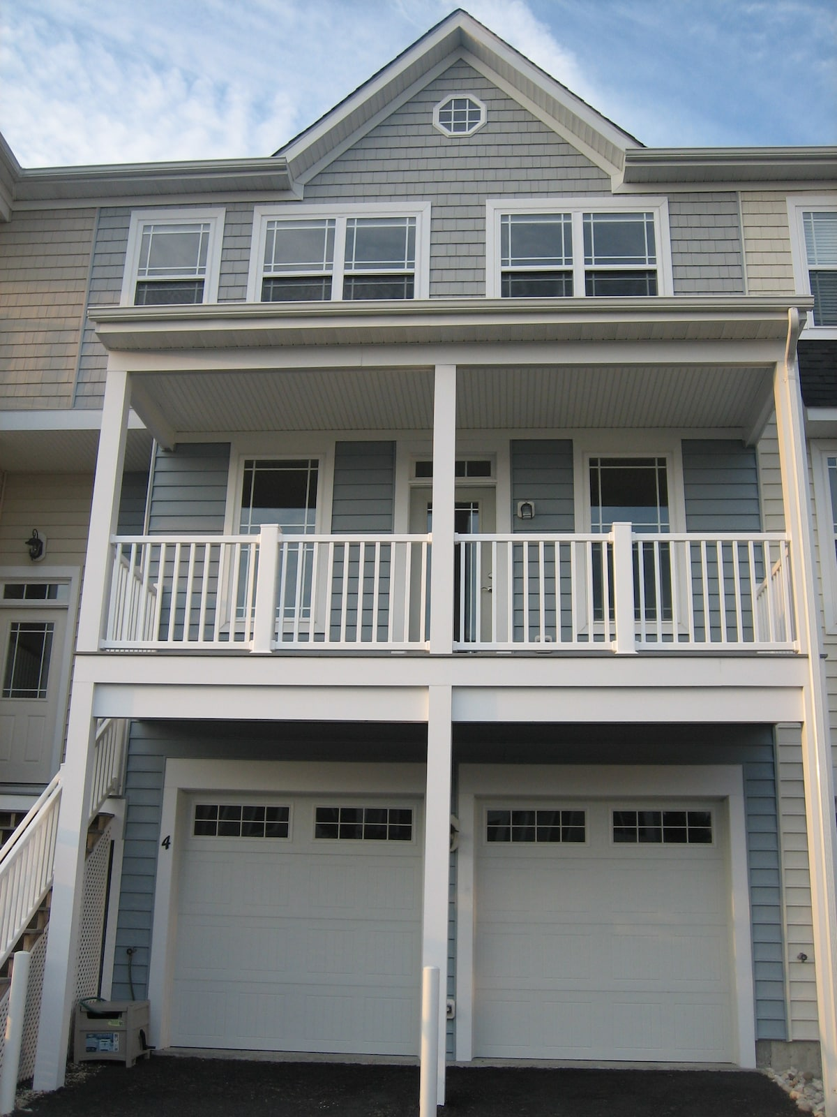 New rental in Seaside Village - minutes to everything!